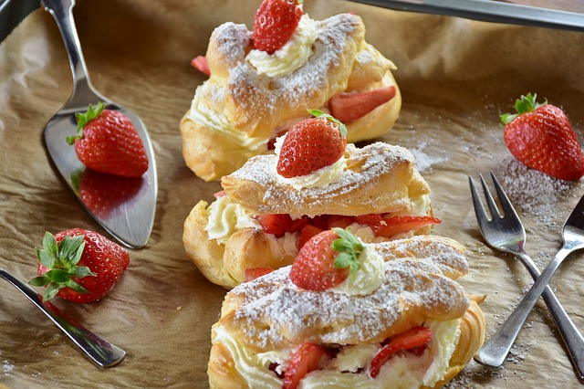 eclair topping strawberry